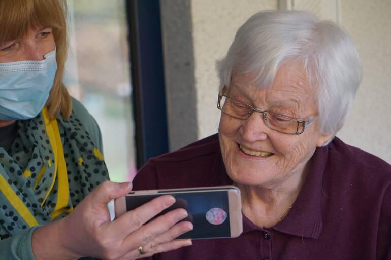 Bild-Blogbeitrag_Altenpflege-Beruf-Beschreibung