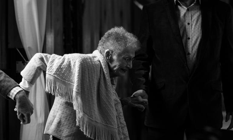 Informatives Bild zum Blogbeitrag Altenpflegehelfer