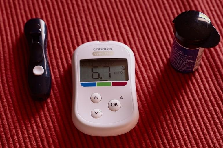 Regelmäßige Kontrolle des Blutzuckers bei Diabetes